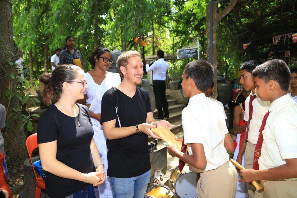 Programme de donation de matériel scolaire à Embilipitiya